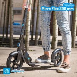 Amortyzowana czarna hulajnoga Micro Flex 200