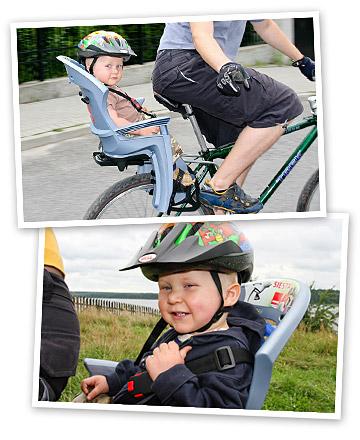 Maciek w foteliku rowerowym